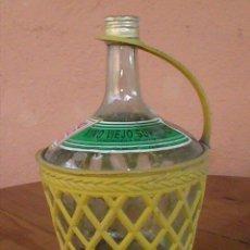 Botellas antiguas: BOTELLA O GARRAFA DE VINO VIEJO. FUNDA DE PVC. 2 LITROS.. Lote 28915349