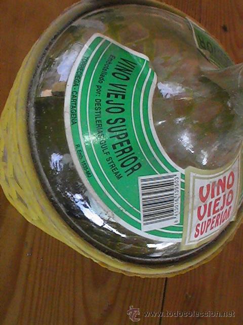 Botellas antiguas: BOTELLA O GARRAFA DE VINO VIEJO. FUNDA DE PVC. 2 litros. - Foto 2 - 28915349