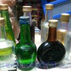 Botellas antiguas: LOTE 8 BOTELLINES DE BEBIDAS ANTIGUOS VER FOTOS. Lote 29040303