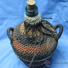 Botellas antiguas: ANTIGUA GARRAFA DE CRISTAL FORRADA DE CUERDAS. Lote 114918520