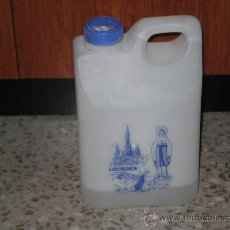 Botellas antiguas: BOTELLA TIPO GARRAFA DE 2 LITROS AGUA BENDITA DE LA VIRGEN DE LOURDES , DIFICIL CONSEGUIR . . Lote 29458449