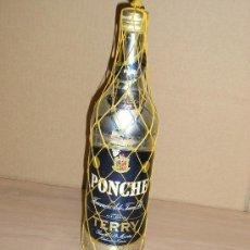 Botellas antiguas: BOTELLA ANTIGUA CASI LLENA **PONCHE - FERNANDO A. DE TERRI S.A. PUERTO DE SANTA MARIA**. Lote 29479192