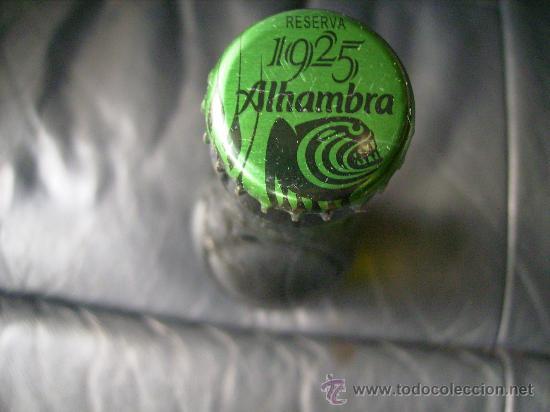 Botellas antiguas: MUY BONITO BOTELLIN,BOTELLA SIN ABRIR Y LLENO,CERVEZA ALHAMBRA RESERVA 1925. - Foto 2 - 29621116