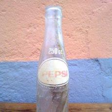 Botellas antiguas: BOTELLA DE PEPSICOLA, SERIGRAFIADA 250CL.. Lote 29676107