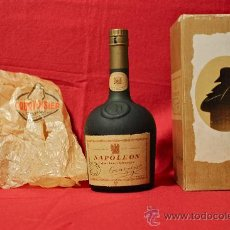 Botellas antiguas: NAPOLEON COGNAC FINE CHAMPAGNE COURVOISIER. Lote 30306411