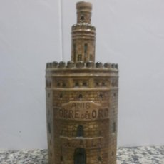 Botellas antiguas: BOTELLA CERAMICA ANIS TORRE DEL ORO. B. VENEGAS PORRAS EN LA BASE PATENTE VACIA.. Lote 30516659