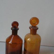 Botellas antiguas: BOTES DE FARMACIA ANTIGUOS CON TAPÓN ORIGINAL. MEDIDAS 16 Y 18 CM Y 7 CM DE DIAMETRO.. Lote 31044151