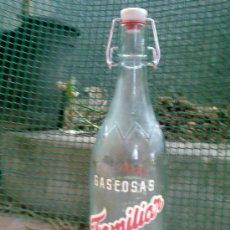 Botellas antiguas: ANTIGUA BOTELLA DE GASEOSA SERIGRAFIADA ,1 LITRO, GASEOSA FAMILIAR. BARCELONA.. Lote 31580836