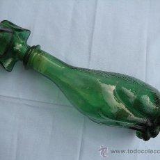 Botellas antiguas: MAGNÍFICA BOTELLA DE CRISTAL CON FORMA DE PERRO. Lote 31790723