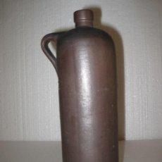 Botellas antiguas: BOTELLA ANTIGUA DE GRES DE 1/2 LITRO, PARA GINEBRA, ORUJOS Y AGUARDIENTES... Lote 32831086