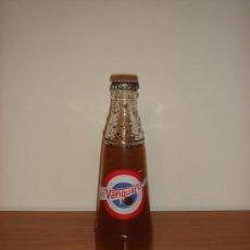 Botellas antiguas: BOTELLÍN DE REFRESCO VANGUARD - AÑOS 1960-70 - CON CHAPA DE REFRESCO MI LIMÓN - ESTÁ LLENA. Lote 34199309