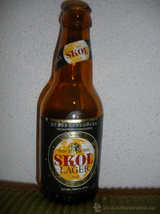 BOTELLA CERVEZA *SKOL* LAGER, 19 CL. - GRABADO RELIEVE BASE: UNION CERVECERA,S.A. (Coleccionismo - Botellas y Bebidas - Botellas Antiguas)