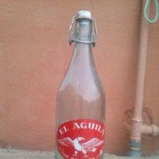 Botellas antiguas: BOTELLA DE GASEOSA EL AGUILA, GRANADA, 1 LITRO.. Lote 35525655