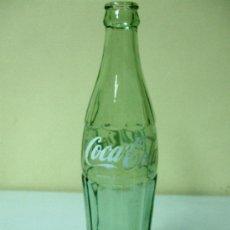 Botellas antiguas: BOTELLA DE COCA COLA. GRABADO EN RELIEVE 73 04 Y MÁS ABAJO 65. Lote 35981441
