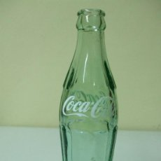 Botellas antiguas: BOTELLA DE COCA COLA. 19 CL. EN RELIEVE GRABADO 82 21 Y. Lote 35981575