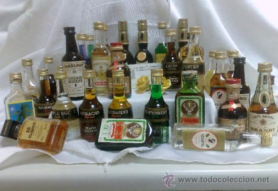 Botellas antiguas: COLECCIÓN DE 35 MINIATURAS DE BOTELLA DE LICOR. - Foto 16 - 37677706