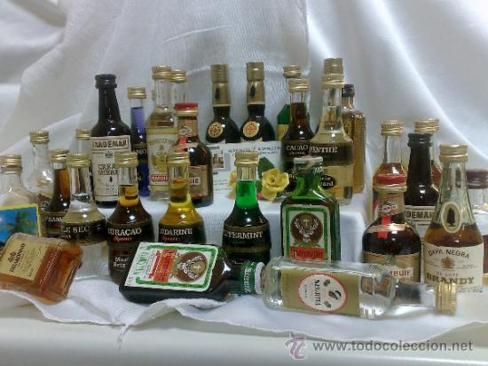 Botellas antiguas: COLECCIÓN DE 35 MINIATURAS DE BOTELLA DE LICOR. - Foto 2 - 37677706