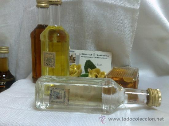 Botellas antiguas: COLECCIÓN DE 35 MINIATURAS DE BOTELLA DE LICOR. - Foto 8 - 37677706