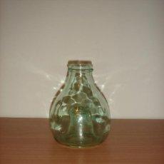 Botellas antiguas: ANTIGUA BOTELLA MATA MOSCAS / MURCIA / AÑOS 40. Lote 38615651