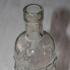 Botellas antiguas: BOTELLA ANTIGUA DE CRISTAL - DESTILERIAS LA HELLINERA ABILIO MARTINEZ TERCERO DE HELLIN - ESCASA. Lote 38678404