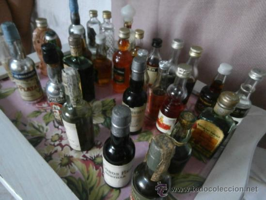 Botellas antiguas: GRAN LOTE 28 BOTELLAS MINIATURA, LLENAS, ANTIGUAS COLECCIÓN CON SELLO DE IMPUESTO - Foto 2 - 38778941