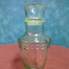 Botellas antiguas: BOTELLA CRISTAL PRENSADO Y FACETADO. Lote 39307829