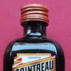 Botellas antiguas: BOTELLIN MINIATURA - COINTREAU - NARANJA. Lote 179142737