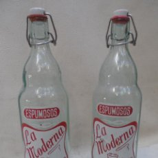 Botellas antiguas: BOTELLA ANTIGUA ESPUMOSOS LA MODERNA JATIVA - XATIVA - 31 CM LOTE DE 2 BOTELLAS PROPAGANDA. Lote 39824841