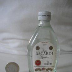 Botellas antiguas: MINI BOTELLA, RON BACARDI SUPERIOR. HAMBURGO, GERMANY.RUM BOTELLIN MINIATURA BOTELLITA. MINIBOTELLA.. Lote 39998402