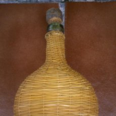 Botellas antiguas: BOTELLA ANTIGUA CRISTAL SOPLADO FORRADA MIMBRE TRENNZADA . Lote 40602924