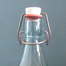 Botellas antiguas: BOTELLA ESPUMOSOS PERIS GARCIA - CATADAU - VALENCIA 0,5L APROX CON TAPON DE CERAMICA (26CM APROX). Lote 41074011