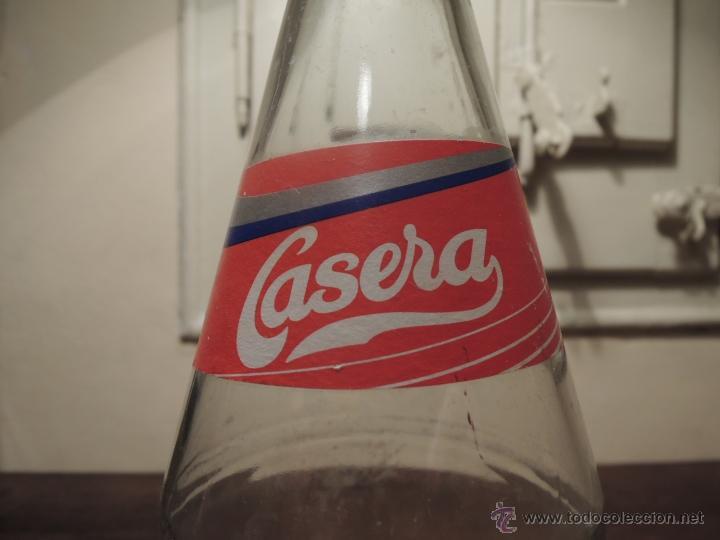 Botellas antiguas: BOTELLA VACIA CASERA SIN CAFEINA COLA - 1 LITRO - Fabricante Carbónicas Barcino - 1994 - Foto 5 - 41219199