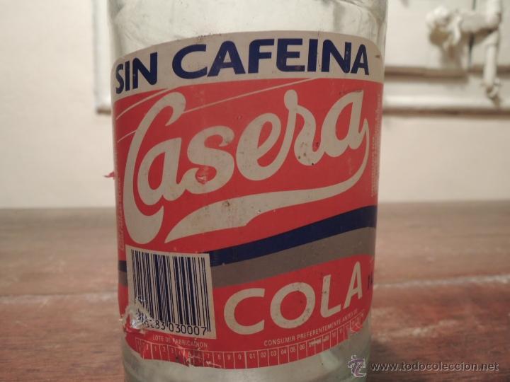 Botellas antiguas: BOTELLA VACIA CASERA SIN CAFEINA COLA - 1 LITRO - Fabricante Carbónicas Barcino - 1994 - Foto 7 - 41219199