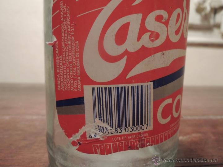 Botellas antiguas: BOTELLA VACIA CASERA SIN CAFEINA COLA - 1 LITRO - Fabricante Carbónicas Barcino - 1994 - Foto 8 - 41219199