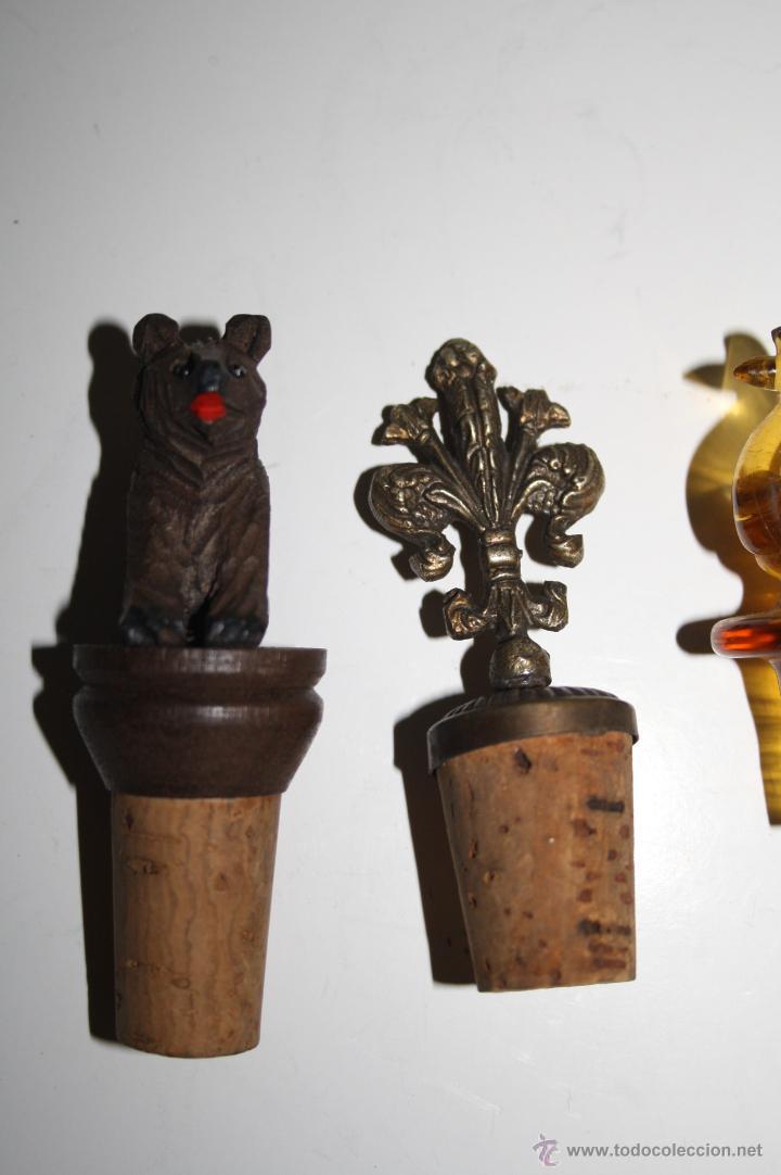 Botellas antiguas: LOTE DE 5 TAPONES PARA BOTELLA - DISTINTOS MATERIALES Y FORMAS - PRINC. S.XX - Foto 2 - 42220098