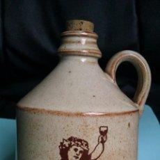 Botellas antiguas: ANTIGUA BOTELLA DE BRANDY DE TERRACOTA O CERAMICA CON UN PRECIOSO DIBUJO. Lote 42337000