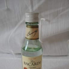 Botellas antiguas: MINI BOTELLA, BOTELLIN MINIATURA RON BACARDI SUPERIOR.PUERTO RICAN RUM.SILVER BOTELLITA.MINIBOTELLA.. Lote 42350071