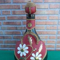 Botellas antiguas: BOTELLA FORRADA. Lote 42472046