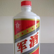 Botellas antiguas: BOTELLA (VACÍA) DE VINO O LICOR CHINO 'BAIJIU', DE LA DESTILERÍA ESTATAL JIULICHUN. Lote 42563659