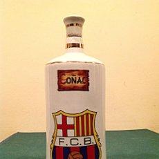 Botellas antiguas: GRAN BOTELLA DE PORCELANA DE COÑAC CLUB DE FÚTBOL BARCELONA BARÇA. Lote 42661414