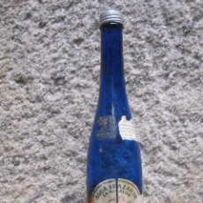 Botellas antiguas: ANTIGUA BOTELLA AZUL COBALTO -AGUA DE AZAHAR LA GIRALDA - SEVILLA, HIJOS DE LUCA DE TENA, APROX 1930. Lote 42953890