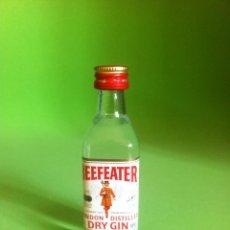 Botellas antiguas: GIN BEEFEATER - BOTELLA MINIATURA 5 CL.. Lote 43274953