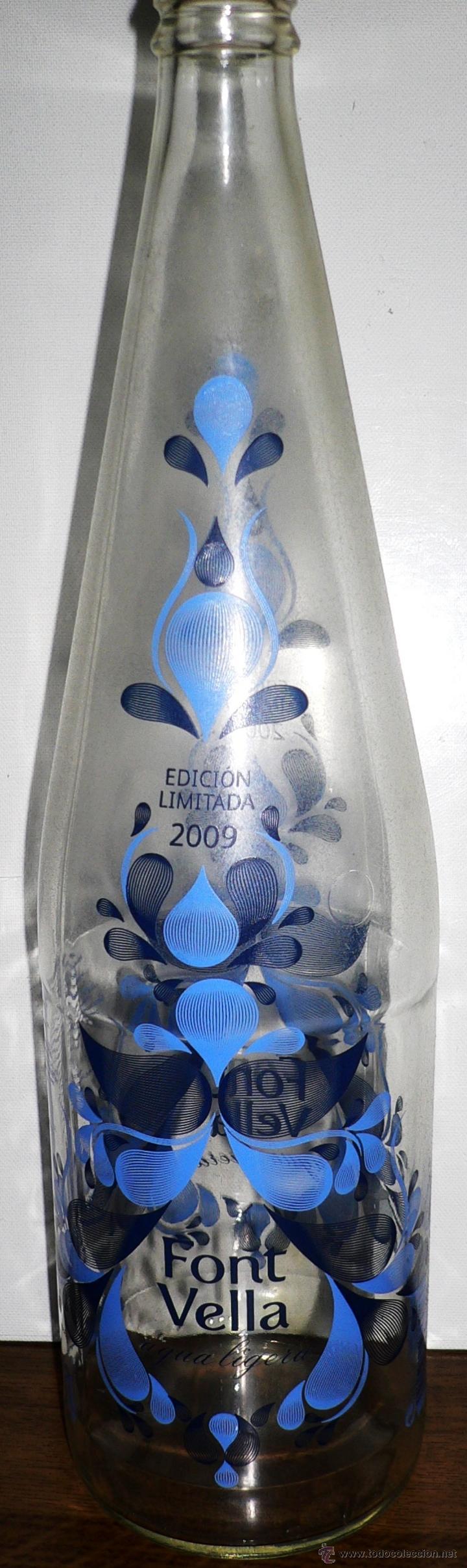 BOTELLA DE AGUA VACÍA Y SIN CHAPA. FONT VELLA. EDICIÓN LIMITADA 2009 (Coleccionismo - Botellas y Bebidas - Botellas Antiguas)