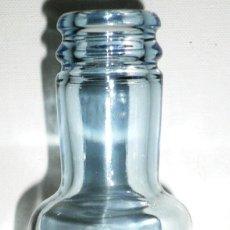 Botellas antiguas: BOTELLA DE AGUA DE CRISTAL VACIA Y SIN CHAPA PINEO AGUA MINERAL SIN GAS. Lote 43832385
