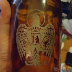 Botellas antiguas: ANTIGUA CERVEZA AGULA LITRO LITRONA CRISTA CERIGRAFIADO . Lote 43834465