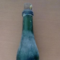 Bottigglie antiche: BOTELLA DE VIDRIO BARNIZ MARCA EXCELENTE FABRICA J TORTRAS BARCELONA. Lote 43974311