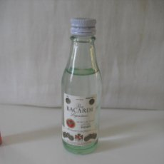 Botellas antiguas: RON BACARDI LEGENDARIO. CARTA BLANCA. MINI BOTELLA BOTELLIN MINIATURA BOTELLITA MINIBOTELLA.. Lote 44087540