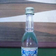 Botellas antiguas: MINI BOTELLA DE ANISETTE BENDOR, RICARD.. Lote 51691889