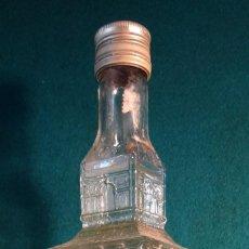 Botellas antiguas: LICOR GRAN GALA. GABRIEL LOPEZ CEPERO. CAZALLA DE LA SIERRA. SEVILLA. 1L. CERRADA. ANIS.. Lote 44301890