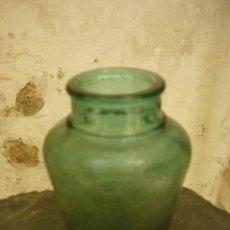 Botellas antiguas: LOTE DE TRES BOTES ANTIGUOS DE CRISTAL. BONITO COLOR. VER FOTOS. Lote 44823847